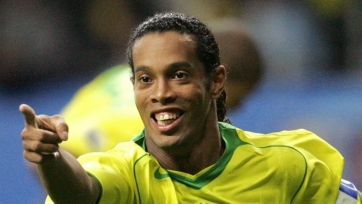 Видео дня. Роналдиньо забил гол за сборную Бразилии по пляжному футболу