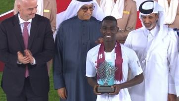Нападающий сборной Катара шедевральным голом через себя вошел в историю Кубка Азии и стал лучшим игроком турнира. Видео