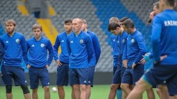 Экс-хавбек «Милана» и еще 35 футболистов сборной Казахстана отправляются на сбор в Турцию