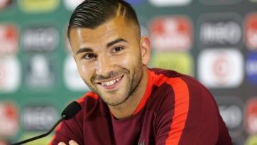 Вратарь чемпионов Европы-2016 решил приостановить выступления за сборную