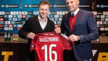 «Висла» объявила о подписании Блащиковски. Игрок сборной Польши будет зарабатывать 116 евро в месяц