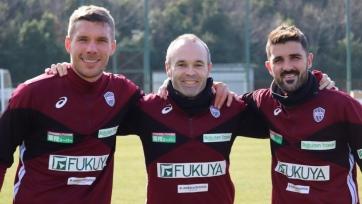 Команда Вильи, Иньесты и Подольски переиграла команду Торреса. Видео