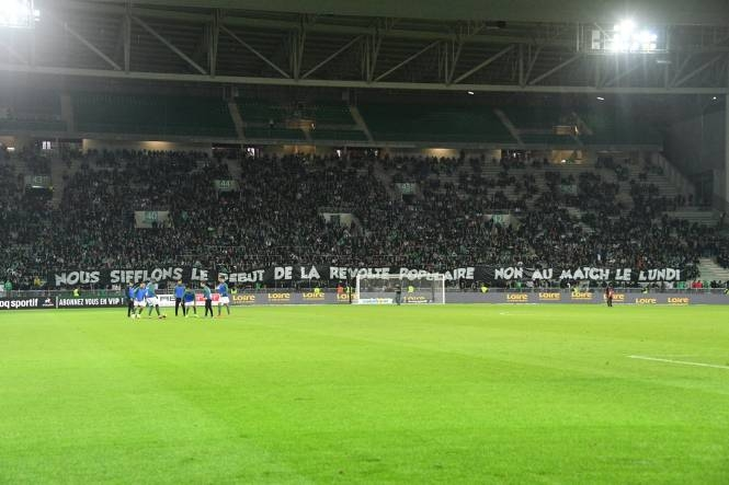 Во Франции болельщики протестовали против матчей по понедельникам. Фото