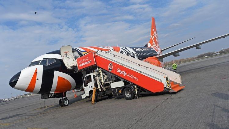 «Шахтер» презентовал самолет в собственной раскраске. Фото