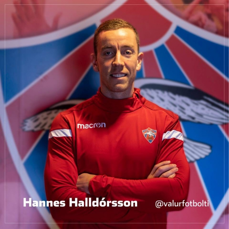 Основной вратарь сборной Исландии вернулся на родину
