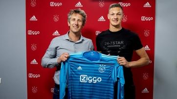 «Аякс» объявил о подписании молодого вратаря