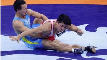 Сыздыков проиграл в схватке за «бронзу» на ЧА по борьбе