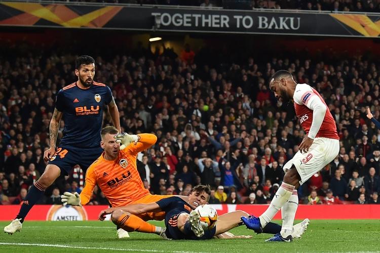 Лондонский «Арсенал» добился комфортного преимущества над «Валенсией» перед ответным поединком Лиги Европы