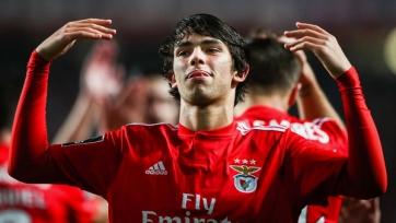 Пять топ-клубов торгуются за португальского вундеркинда «Бенфики»