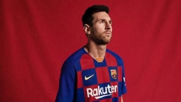 Новый комплект формы «Барселоны». Видео