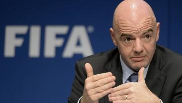 Глава ФИФА совершенно не умеет играть в футбол. Видео