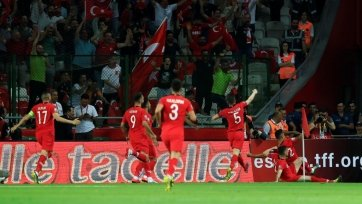 Сборная Турции одолела Францию и единолично возглавила группу Н