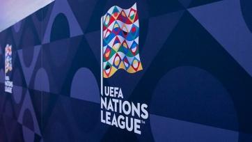 Радиоуправляемая машина доставила мяч на поле перед финалом Лиги наций. Видео