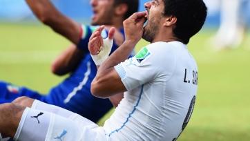Пять лет назад Луис Суарес укусил Кьеллини на чемпионате мира. Видео