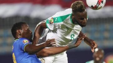 Защитник «Шальке» получил травму в матче за сборную Сенегала на Кубке африканских наций