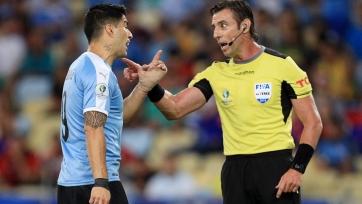 Суарес требовал назначить пенальти за игру рукой вратаря. Видео