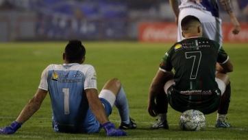 Аргентинская команда устроила сидячий протест во время матча. Видео