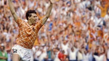 31 год назад ван Бастен забил невероятный гол команде Лобановского. Видео