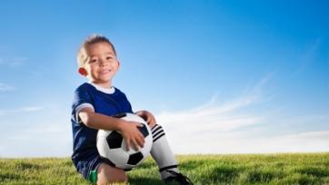 Три футболиста против 100 детей. Невероятно! Видео