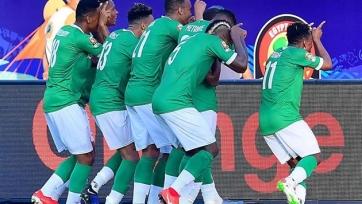 Красивый гол со штрафного игрока сборной Мадагаскара, который принес его команде историческую победу. Видео