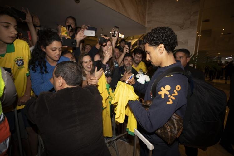 Болельщики устроили горячий прием сборной Бразилии в Рио. Фото