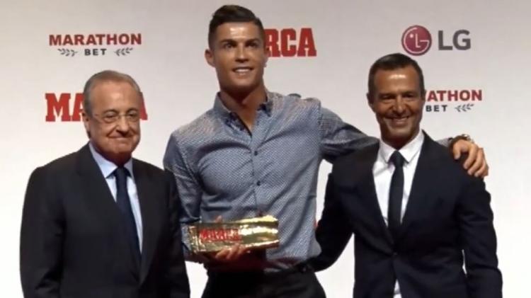 Роналду вручили приз «Легенда» от Marca. На награждении был президент «Реала». Фото