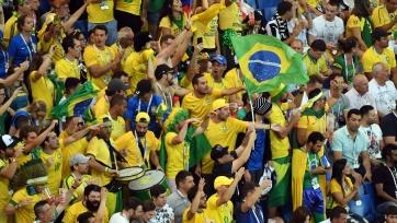 Фанаты Бразилии ночью взрывали петарды под окнами футболистов сборной Аргентины. Видео