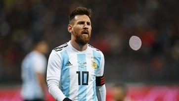 Месси потолкался с Меделем и был удален с поля в матче с Чили. Видео