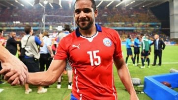 105 матчей и 6 голов. Один из «гвардейцев» сборной Чили завершил выступления за национальную команду