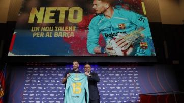 «Барселона» презентовала Нето. Видео