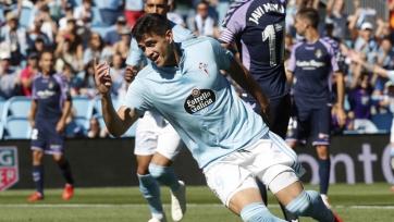 Нападающий сборной Уругвая прилетел в Валенсию для подписания контракта. Видео