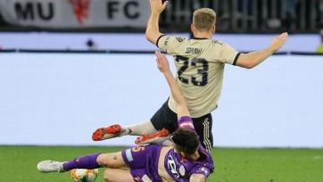 Защитник «Манчестер Юнайтед» получил травму в товарищеском матче