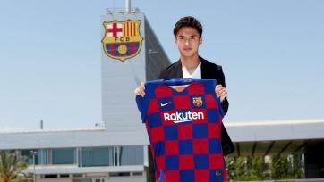 «Барселона» официально объявила о подписании японского вингера