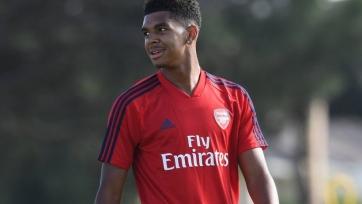 18-летний форвард «Арсенала» поражает точностью своего удара. Видео