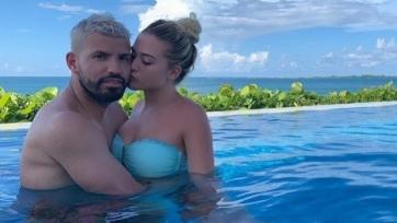 Агуэро проводит отпуск с новой девушкой на Багамах. Фото