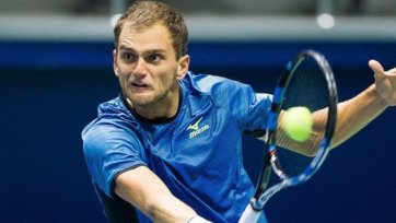 Недовесов прекратил борьбу на турнире в Чехии