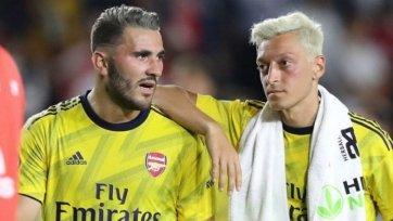 Озил и Колашинац продолжают оставаться вне основной команды «Арсенала»
