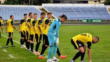 Игроки украинского клуба после матча вынуждены были мыться в канаве. Фото