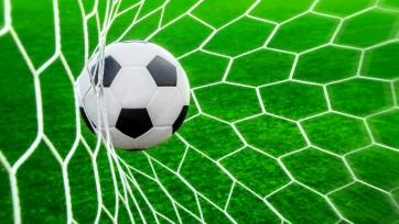 Игрок забил необычный гол с разворота. Видео
