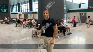 Защитник «Севильи» прилетел в Италию. Вскоре он станет игроком «Аталанты»