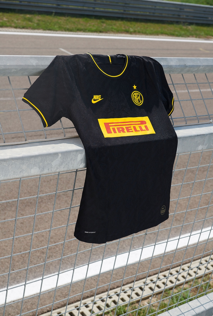 «Интер» представил третий комплект формы на сезон-2019/2020. Фото