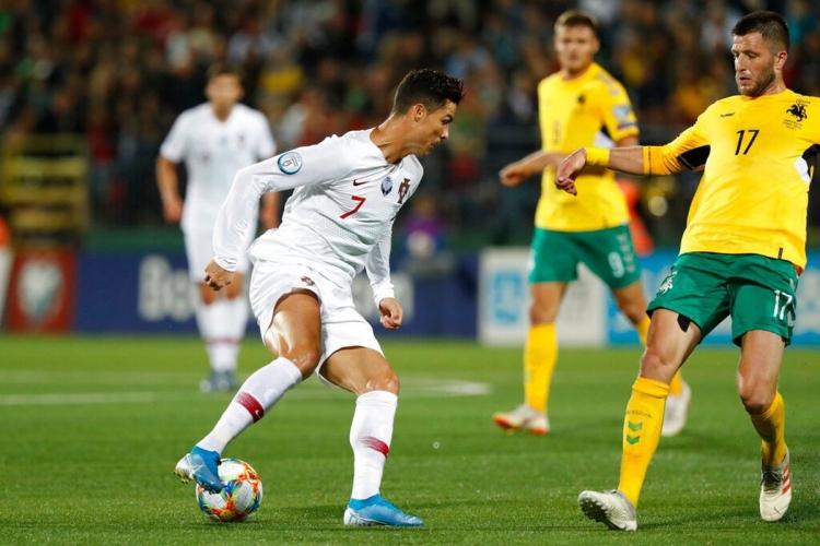Португалия в гостях разгромила Литву