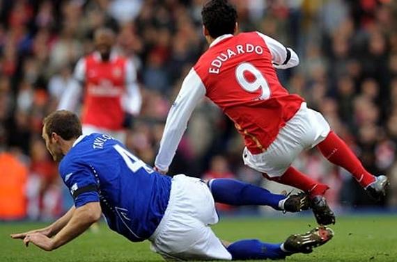 Слабонервным не смотреть: подборка самых жутких травм в футболе