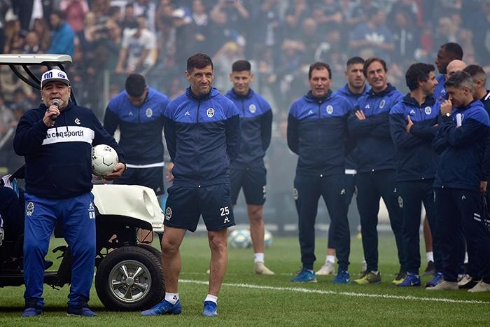 Диего Марадона – снова тренер. И его первая неделя уже вошла в историю