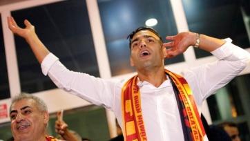 Фалькао прибыл в Стамбул, где заводил 25 тысяч фанатов «Галатасарая». Видео