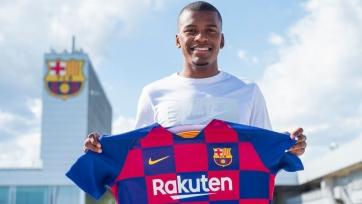 «Барселона» подписала защитника «Райо Вальекано»
