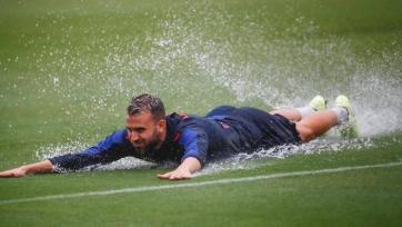 «Леванте» перед игрой с «Реалом» провел тренировку на затопленном поле. Фото