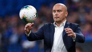Фанаты «Динамо» обзывали Хохлова, призывая его уйти в отставку. Видео