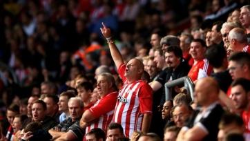 Фанаты «Сандерленда» уличены в оскорблении умершего футболиста и рискуют получить пожизненный бан. Видео
