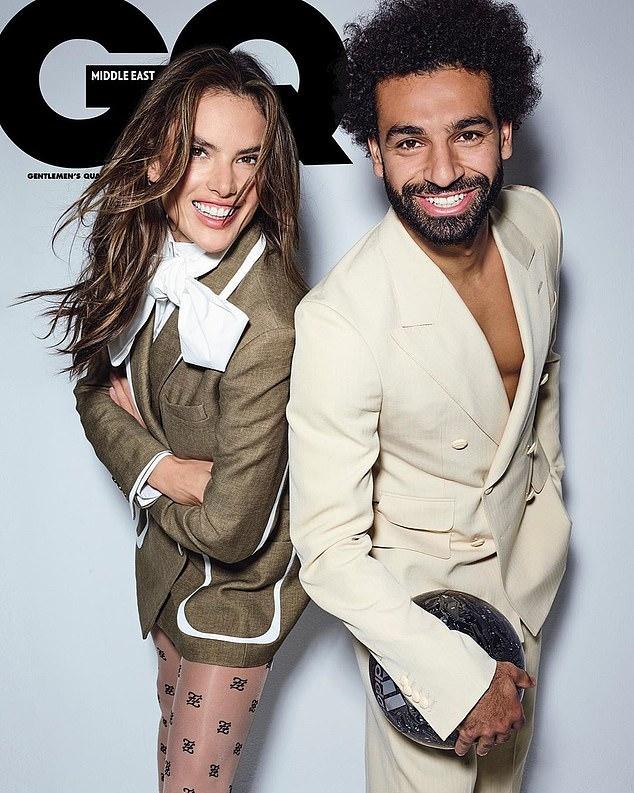 Салах на обложке журнала GQ вместе с моделью Амброзио. Фото